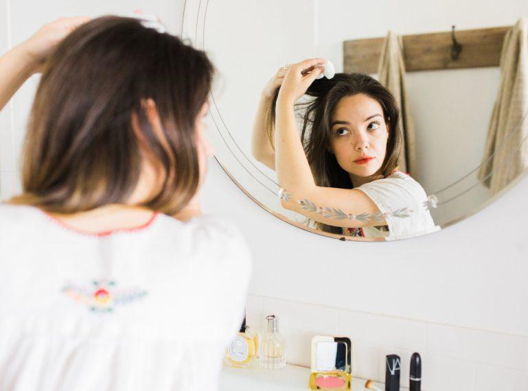 Czas na naturalną pielęgnację! Wcierki na porost włosów i zahamowanie wypadania (przepisy)