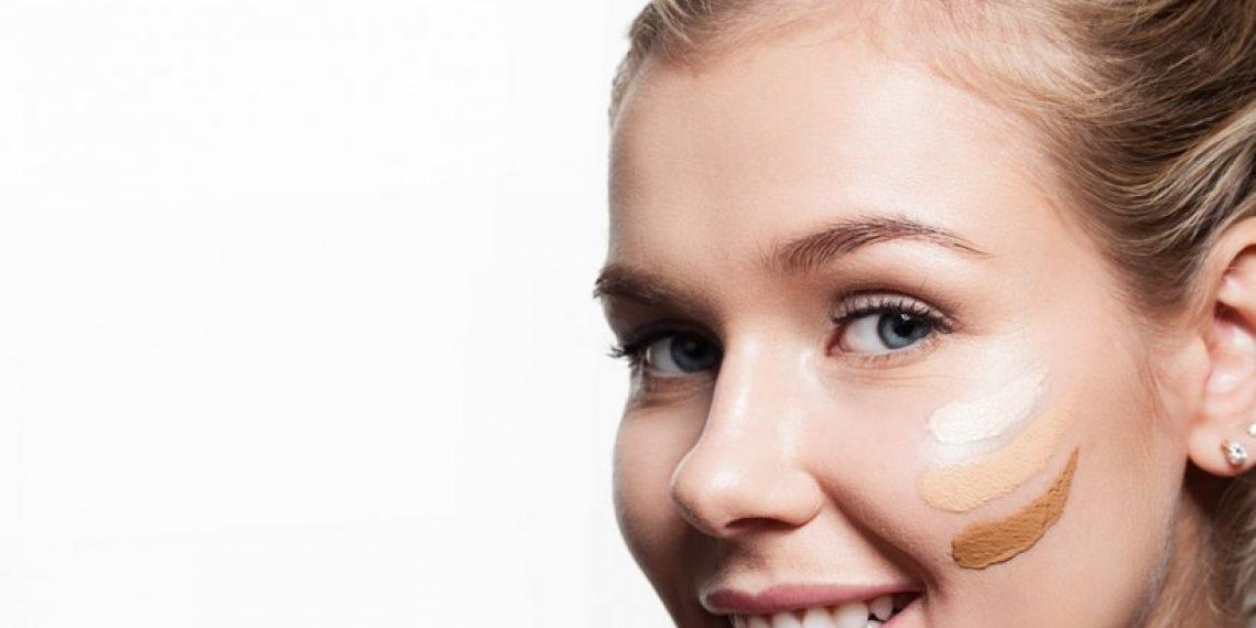 Jak nałożyć podkład, żeby wyglądać perfekcyjnie? Najlepsze triki w makijażu