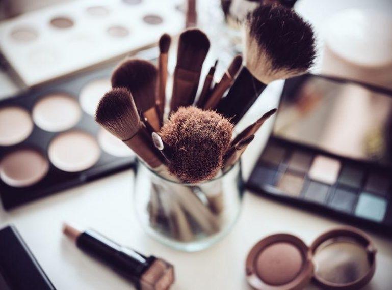 Makijaż cery trądzikowej. Jak zrobić to poprawnie i wyglądać nieskazitelnie?