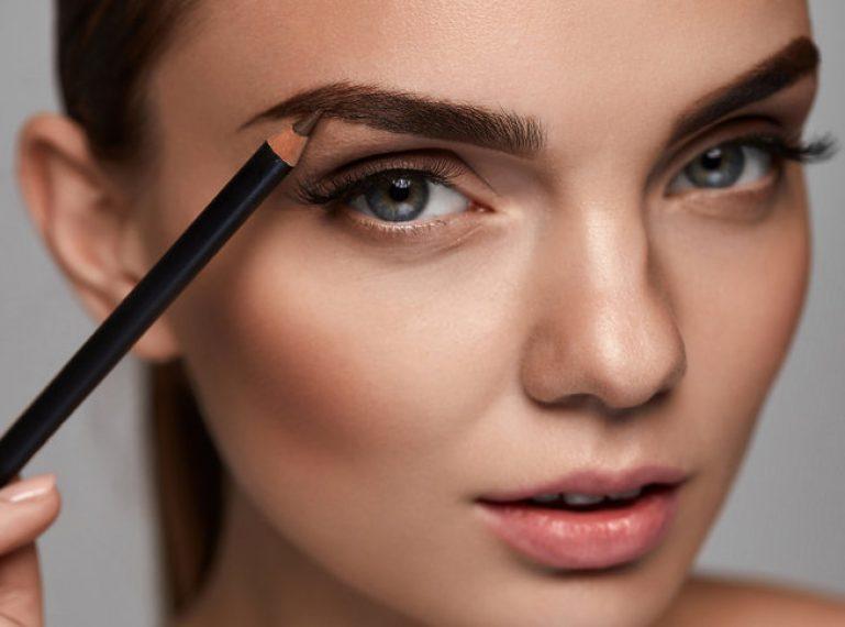 Najlepsze kosmetyki do makijażu brwi – przegląd