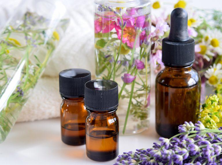 Aromaterapia, czyli leczenie i pielęgnacja pachnącymi olejkami