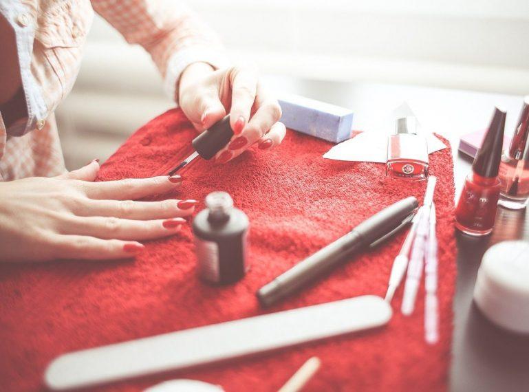 Gadżety ułatwiające manicure. Bez nich nie zaczynam!