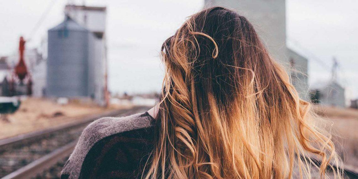 Mój wróg – łupież kosmetyczny. Jak skutecznie oczyścić skórę głowy?