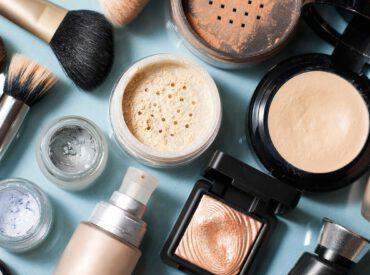 Cześć! Moimi ulubionymi kosmetykami do makijażu stały się ostatnio kosmetyki mineralne. Są super pod wieloma względami. Jak sprawdzają się u mnie? Które produkty stosuję u siebie, dla kogo będą dobre i w jaki sposób je zaaplikować? Co to są kosmetyki mineralne? Kosmetyki mineralne to bardzo delikatne produkty do makijażu skóry. Zawierają naturalne składniki, a są […]