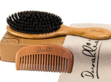 Cześć! Szczotka z włosia dzika jest genialnym rozwiązaniem dla osób, które cenią sobie naturalną pielęgnację włosów. Jedynym jej minusem jest to, że bardzo się brudzi, a jej czyszczenie może przyprawić o zawrót głowy osoby bez cierpliwości. Niemniej oczyszczanie włosia jest bardzo ważne – chyba że nie chcesz mieć gładkich i lśniących włosów. Jak czyścic szczotkę […]
